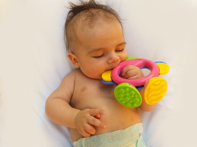 Top 10 Best Baby Teether For In 2020 (Maozinha, Sophie Giraffe And More)