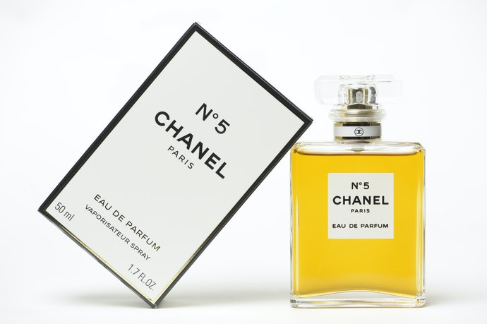 Top 10 Best Chanel Perfume In 2020 (Women And Men!)