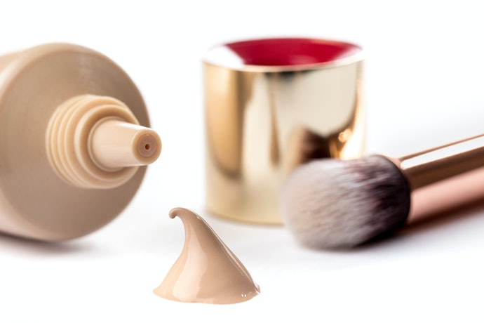 Top 10 Best Foundation For Combination Skin In 2020 (Mac, Revlon, Vult And More)