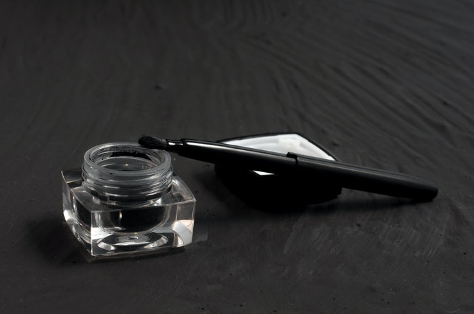 Top 10 Best Liners To Buy In 2020 (Gel Pen, Liquid And More)