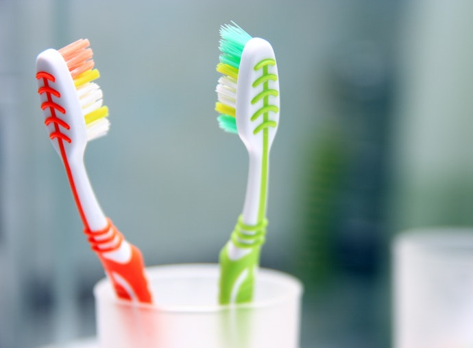 Top 10 Best Tooth Brushes In 2020 (Curaprox, Colgate, Bamboo And More)