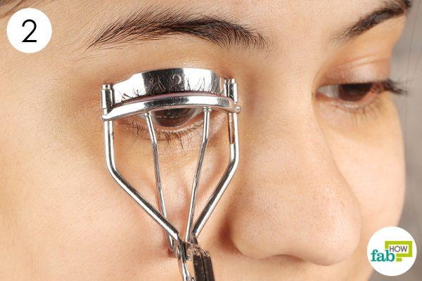 how to use eyelash curler  H